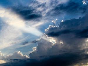 حالة الطقس: غائم جزئيا وأمطار محلية جنوبي وشرقي البلاد