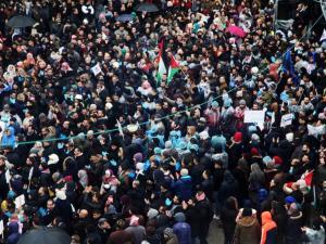 """الحراك الموحد: غدًا إضراب للقطاعين الخاص والأهلي بالضفة لإسقاط قانون """"الضمان"""""""