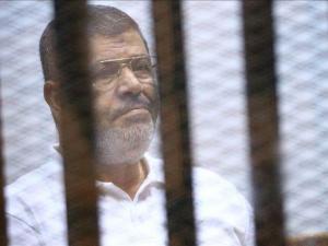 دفن مرسي فجرا بالقاهرة بحضور أفراد من عائلته فقط