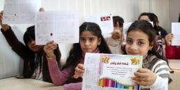 كيف نتعامل مع أطفالنا عند استلامهم الشهادات المدرسية؟