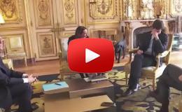 Embedded thumbnail for كلب الرئيس الفرنسي يحرجه في قصر الإليزيه (شاهد)